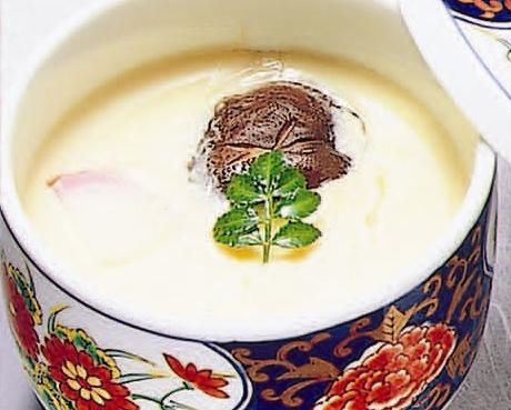 西濱屋の【博多あごだし】を使って、具材の魅力が調和した【茶碗蒸し】を作ってみましょう。